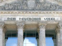 Die Altparteien wollen eine Verlängerung der Legislaturperiode auf fünf Jahre. (Screenshot: YouTube)
