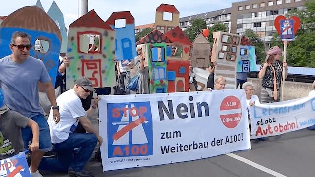 Noch immer gibt es Widerstand gegen die teuerste Autobahn Deutschlands. (Screenshot: YouTube)