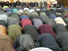 Der Betreiberverein der Dar-Assalam-Moschee verklagt den Berliner Verfassungsschutz. (Screenshot: YouTube)