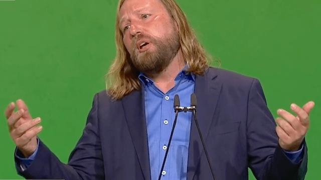 """Ohne den Namen Anton Hofreiter zu nennen, sagt Matthias Wissmann, dass """"manche Autofeinde nur grün lackiert"""" sind, in Wahrheit stecke knallharter Lobbyismus dahinter. (Screenshot: YouTube)"""