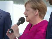 Nach Auffassung ihrer Anwälte gehen Merkels Lobbyisten-Treffen im Kanzleramt die Öffentlichkeit nichts an. (Screenshot: YouTube)