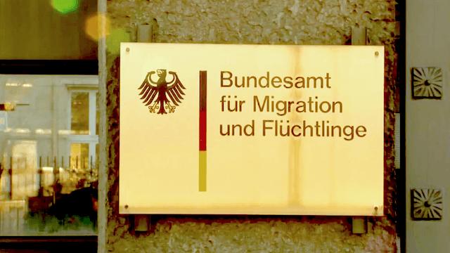 Im August kamen 16.312 neue Asylsuchende nach Deutschland. (Screenshot: YouTube)