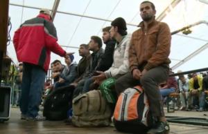 Zwei von drei abgelehnten Asylbewerbern ziehen gegen die Entscheidung vor Gericht. Die Asylklagen überlasten die Gerichte. (Screenshot: YouTube)