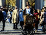 Innensenator Andreas Geisel erklärt die hohe Kriminalität in Berlin mit den vielen Touristen.