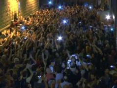 Die Katalanen feierten am Sonntagabend den ersten Schritt in Richtung Unabhängigkeit. Doch nun könnte das wirtschaftlich schwache Rest-Spanien eine neue EU-Schuldenkrise auslösen. (Screenshot: YouTube)