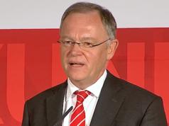 Der SPD-Ministerpräsident Stephan Weil hat die Wahl in Niedersachsen gewonnen. Doch seine rot-grüne Koalition ist abgewählt. (Screenshot: YouTube)
