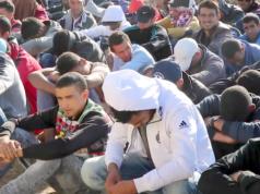 """CDU-Chefin Angela Merkel sagt, dass weiterhin auch """"der zweihunderttausenderste"""" Asylbewerber noch ein ordentliches Verfahren bekommen wird. (Screenshot: YouTube)"""