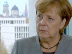 Angela Merkel fordert auch von den nachfolgenden Generationen eine Aufarbeitung des Nationalsozialismus. (Screenshot: YouTube)