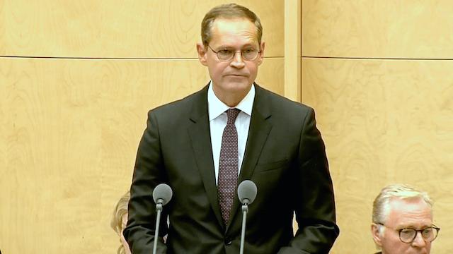 Brandenburg macht Druck gegen einen Weiterbetrieb von Tegel. Berlins Regierendem Bürgermeister Michael Müller kommt das offenbar entgegen. (Screenshot: YouTube)