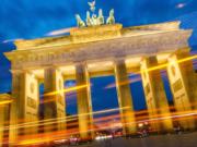 Viele Berliner leiden nachts unter dem Lärm von Autos, Lkw und Bahnen.