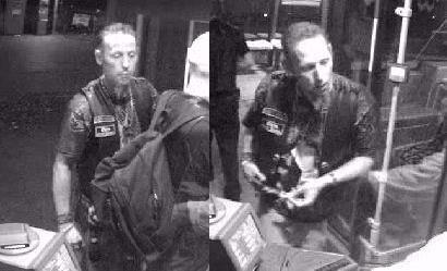 Dieser unbekannte Mann soll im Märkischen Viertel einen Busfahrer angegriffen haben. (Fotos: Polizei Berlin)