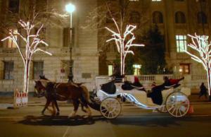 Ohne Sponsor bleibt Unter den Linden 2017 dunkel. Das war die Weihnachtsbeleuchtung in der Adventszeit vor drei Jahren (Screenshot: YouTube)