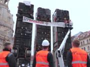 Die Schrott-Busse, die bereits in Dresden für Proteste gesorgt hatten, kommen nun auch nach Berlin. (Screenshot: YouTube)